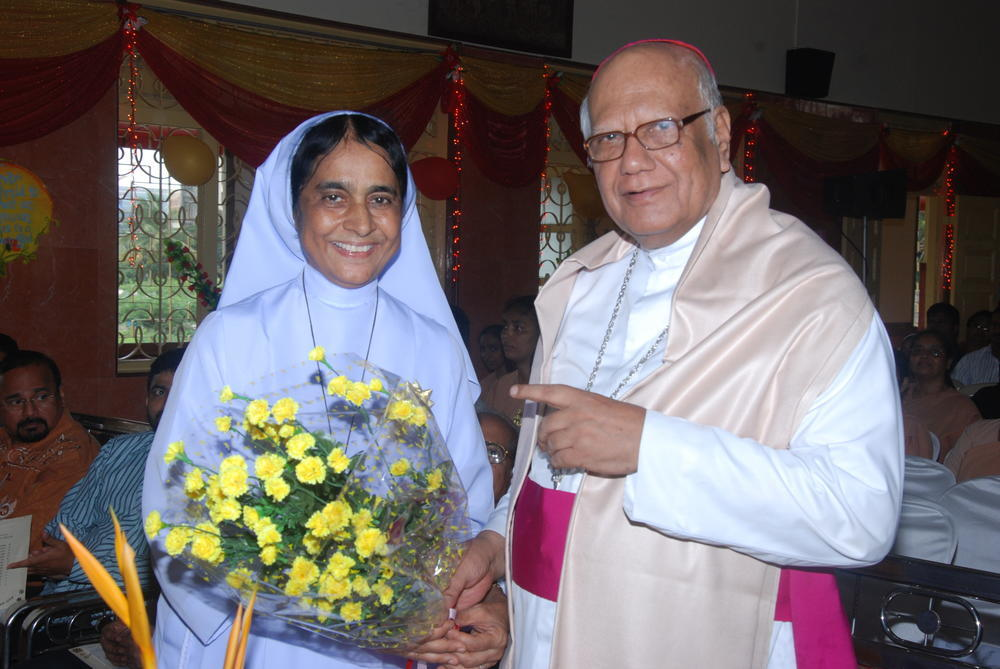 Sr. Sangeeta felicitates His Lordship